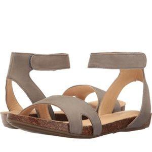 Me Too ADAM TUCKER 'MALLY' Sandals-Tan-Size 10M
